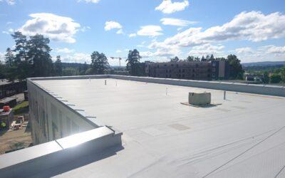 Fallsikring på taket på Veidekke – Jessheim VGS